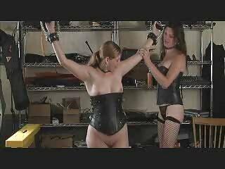 ポルノの女王サラジェイは、濡れた猫のお尻に3つの大きなディックスを取ります! 女性 無料 セックス 動画